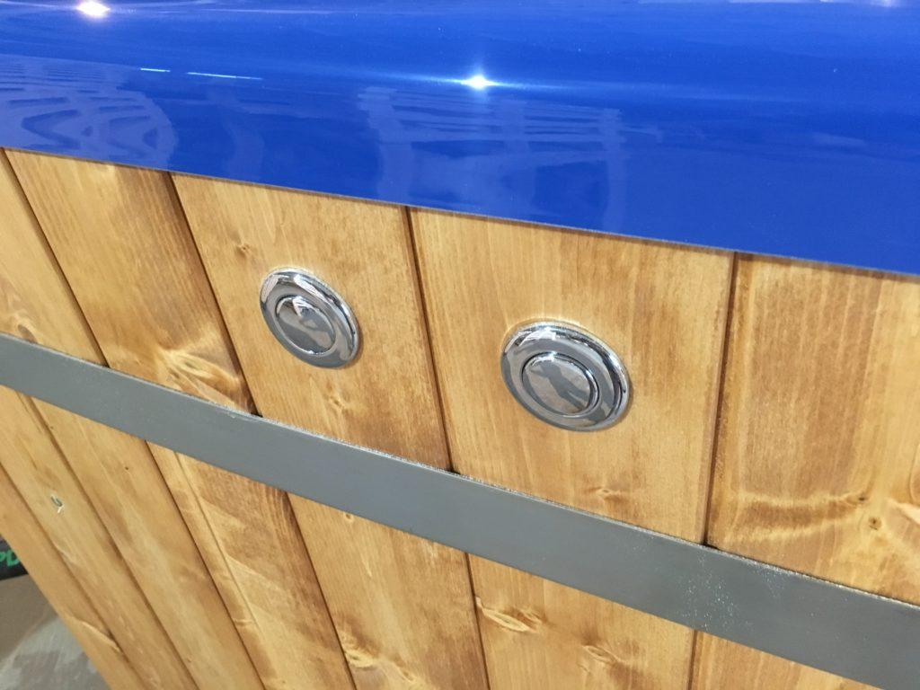 Knöpfe für Sprudel und LED im Badefass