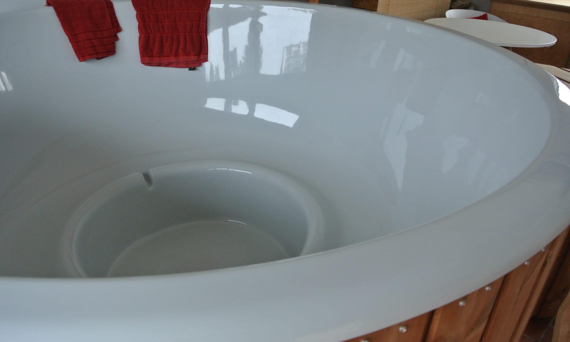 ergonomische Innenwanne aus GFK Badezuber, runde Badetonne, externer Ofen