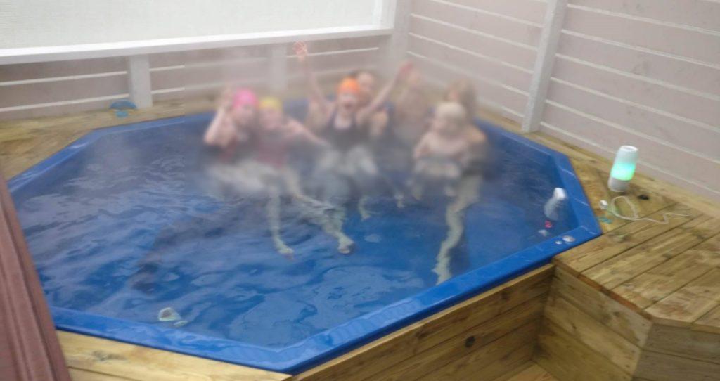 großer achteckiger Badezuber Hottub